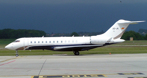 Punto flight MGO758 and Netjets NJE599U - Bombardier BD700 - Dassault Falcon 2000 (EC-JIL - CS-DNP)