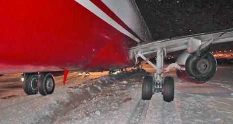 landing gear of Air Berlin flight AB6777 - Boeing - B737-800 (D-ABKA)