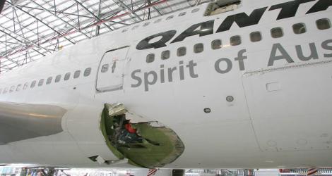 QANTAS - BOEING B747-438 (VH-OJK) flight QF30